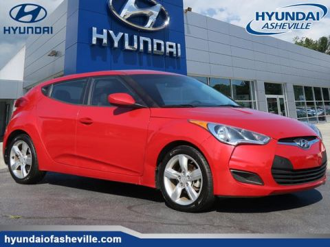 Pre-Owned 2013 Hyundai Veloster Base w/Black